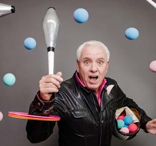 Dave Spikey: Juggling on a Mototrbike