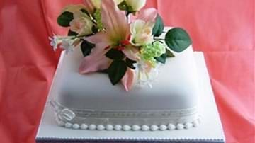 Bothams Of Whitby Wedding Cakes
