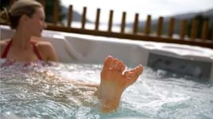 Luxury Hot Tub Winter Escapes